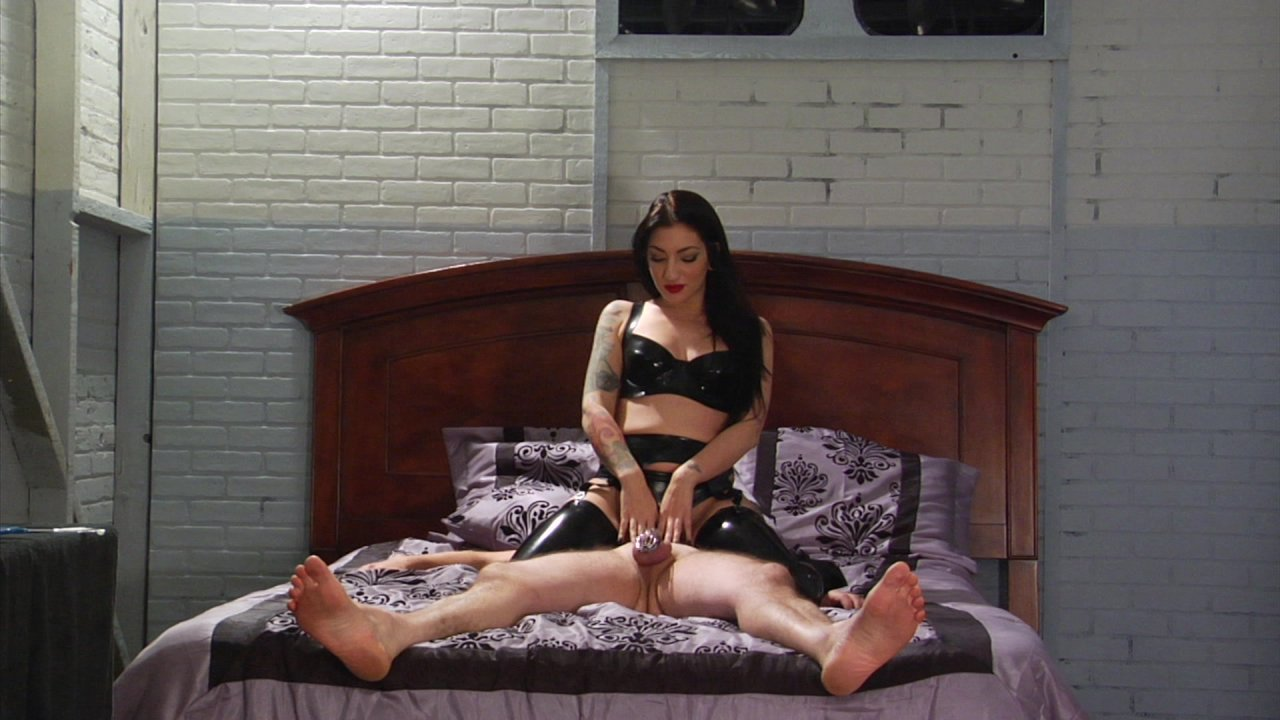 Scene with Jimmy Broadway and Cybill Troy - image 3 out of 19