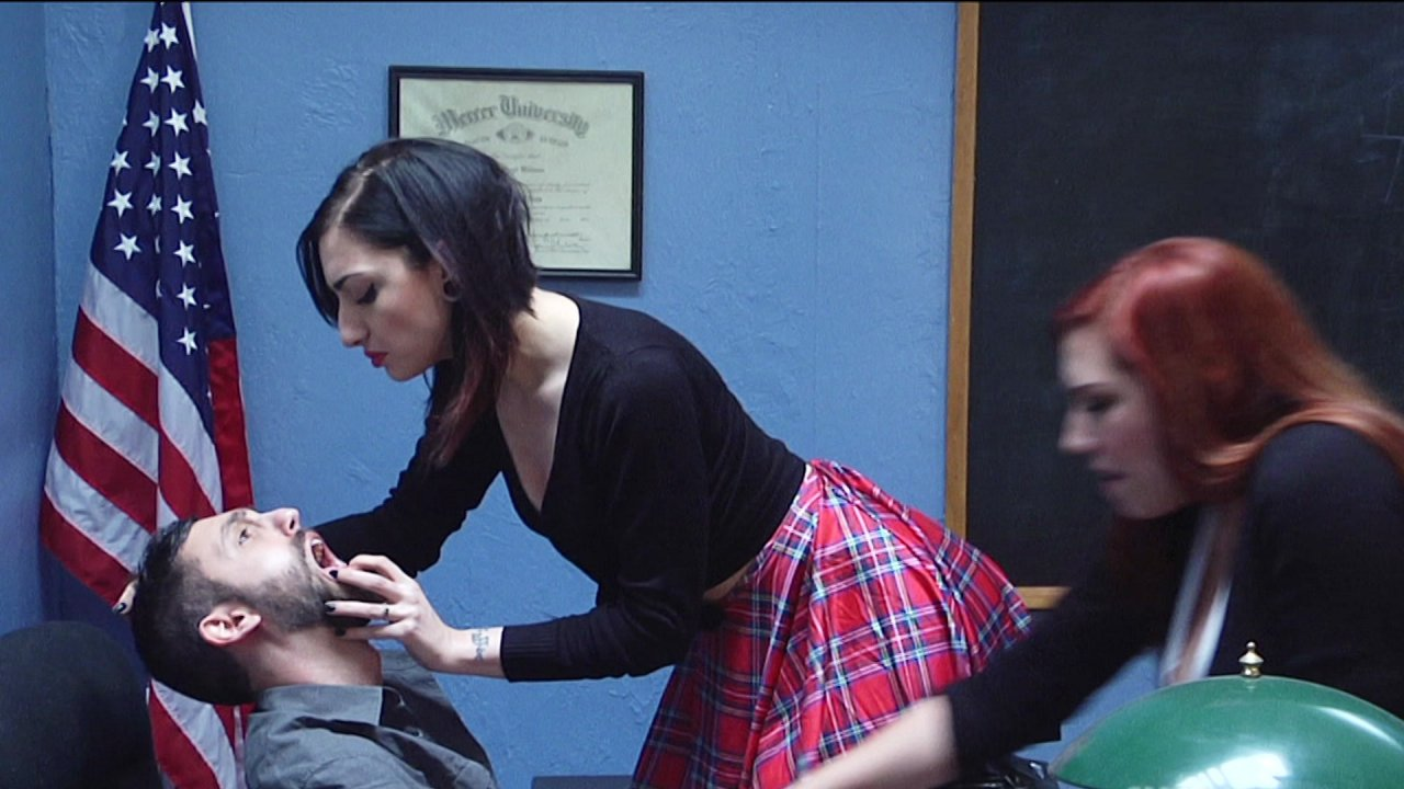 Scene with Cybill Troy - image 2 out of 20