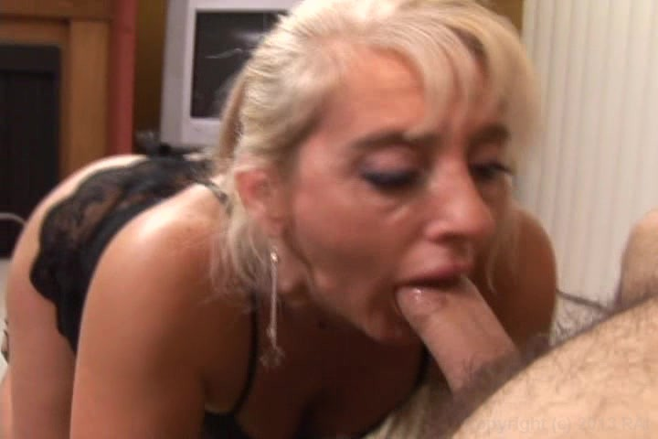 Older women who love to suck cock