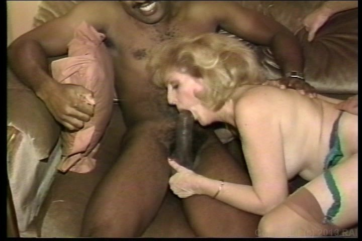 Huge dildo penetration video