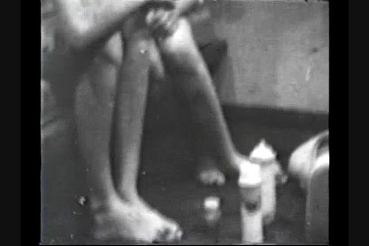 Shyla jennings peeing video