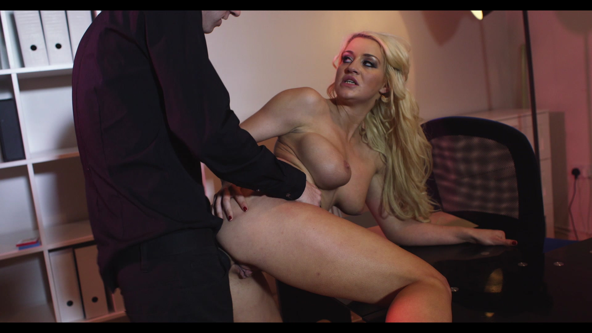 Scene with Sienna Day - image 7 out of 20