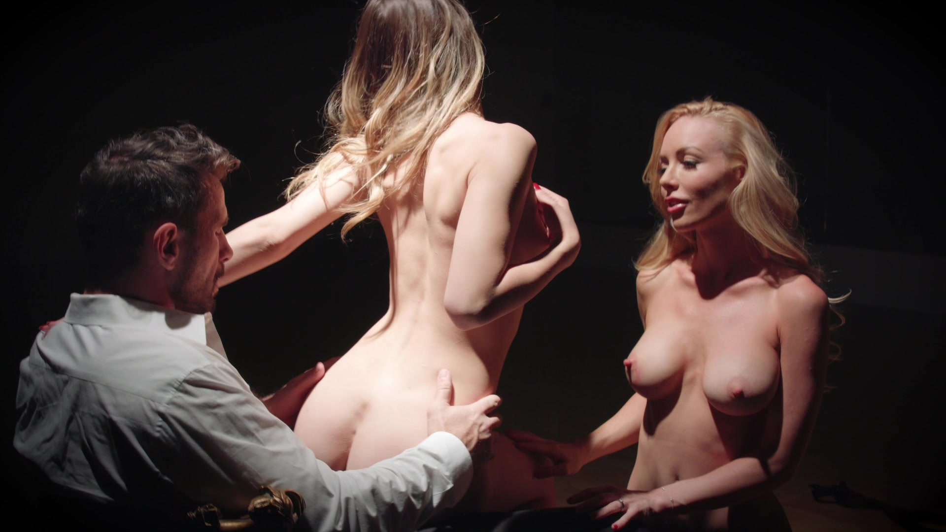 Scene with Kayden Kross and Jillian Janson - image 13 out of 20