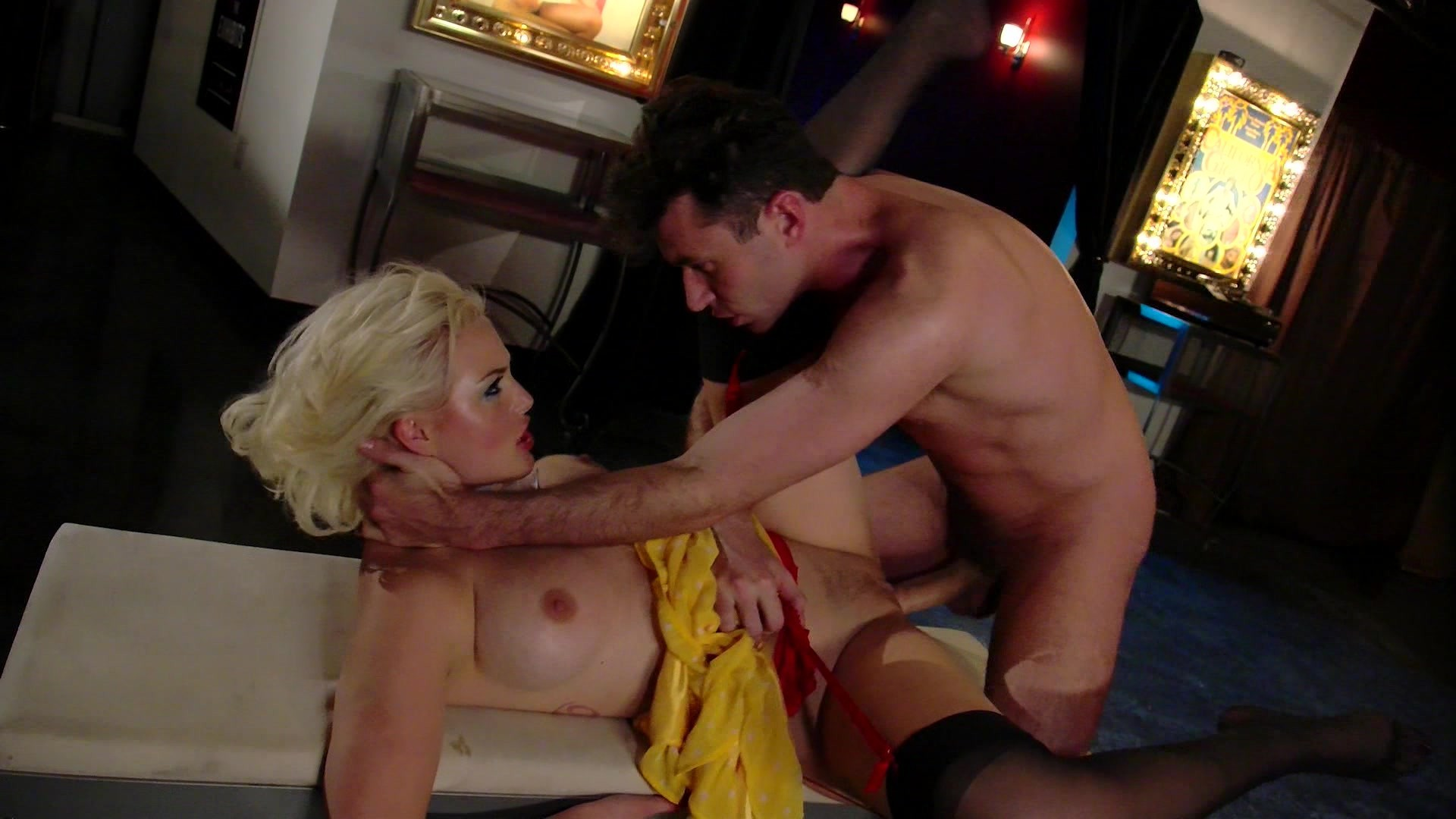 Hot Blonde Jenna Ivory Plays Legendary Beauty Seka Who Gets Fucked by Night Secu... Starring: James Deen Jenna Ivory