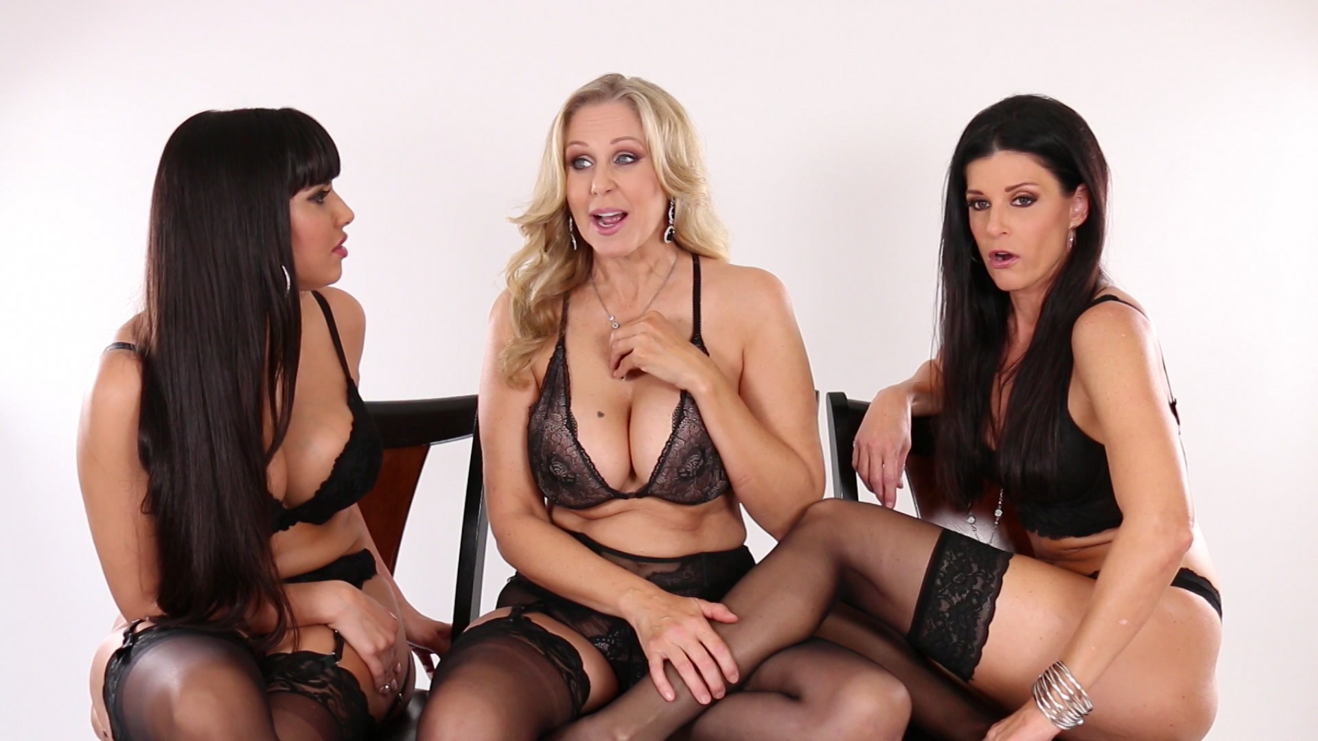 Scene with Julia Ann, India Summer and Mercedes Carrera - image 4 out of 20
