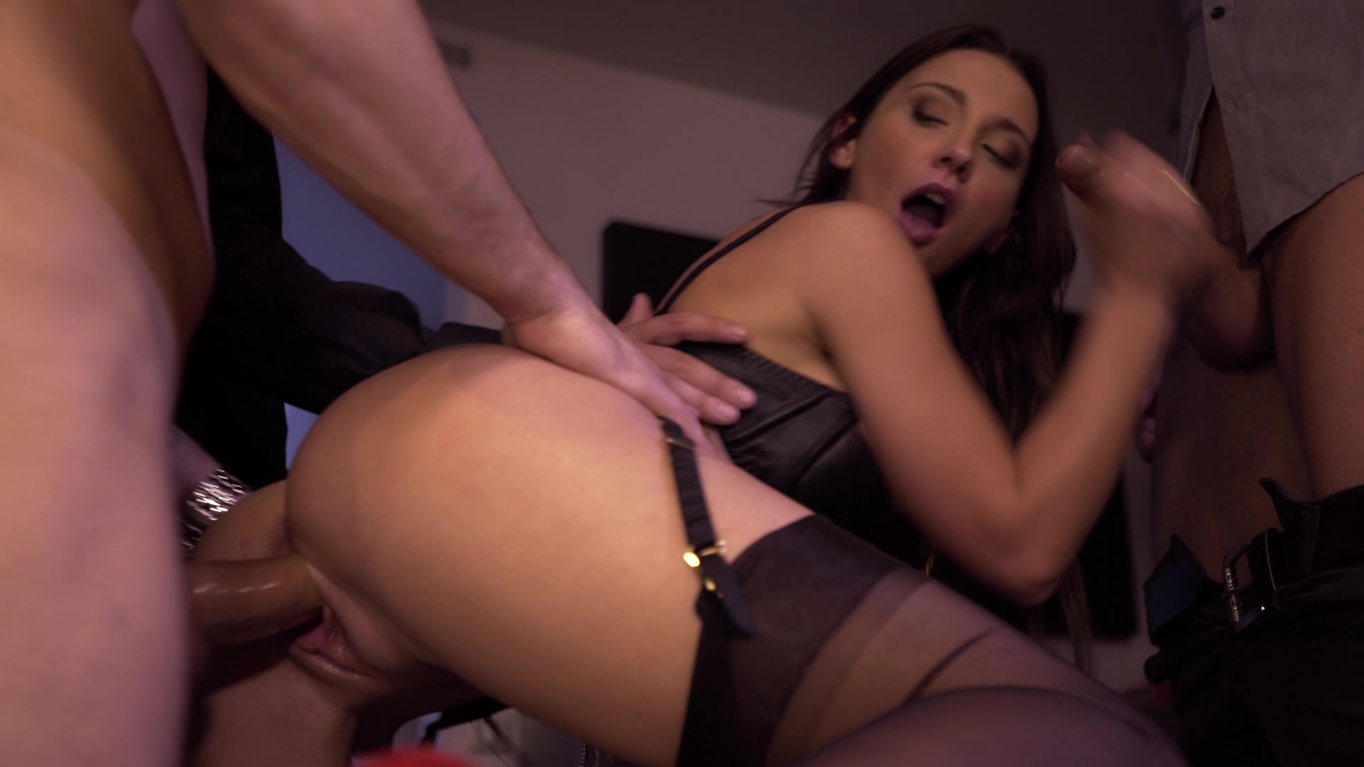 Scene with Julie Skyhigh - image 12 out of 20