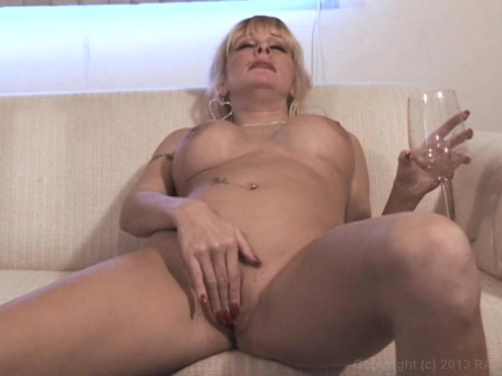 Celebrity nude oral sex