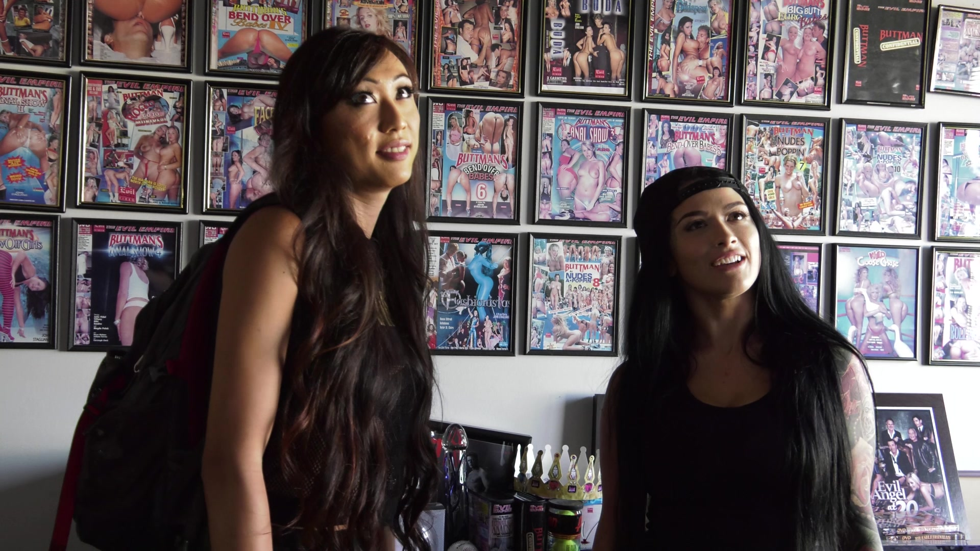 Scene with Venus Lux and Katrina Jade - image 3 out of 20