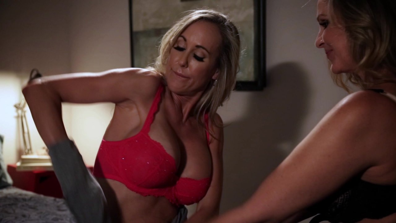 Scene with Julia Ann and Brandi Love - image 5 out of 20