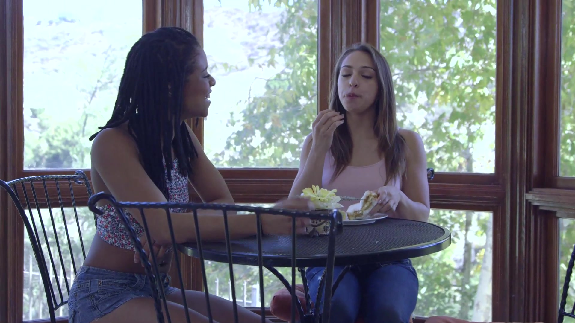 Scene with Kira Noir and Sara Luvv - image 4 out of 20