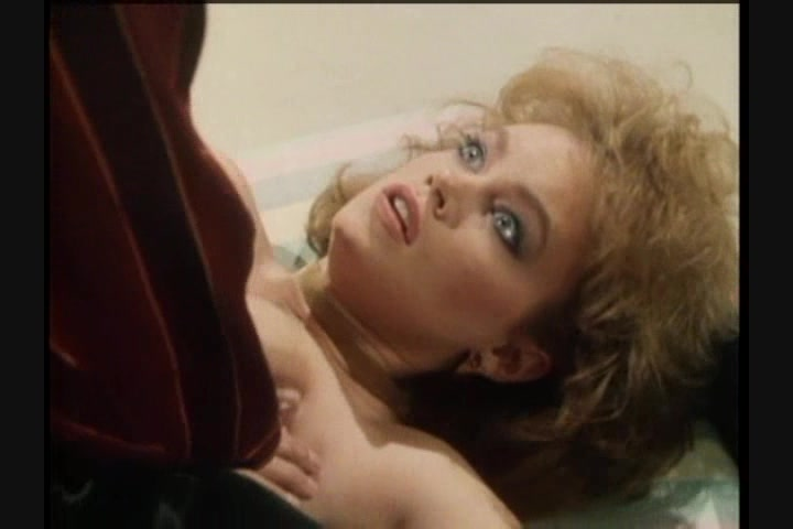 Screen image 18 out of 33 from 1001 Erotic Nights 2