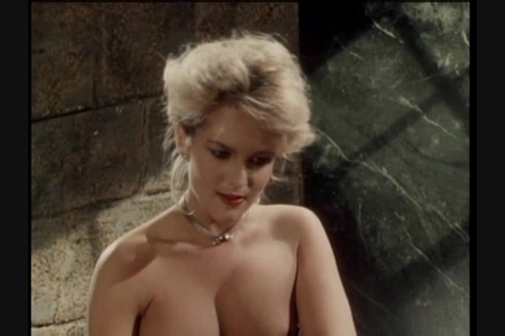 Screen image 26 out of 33 from 1001 Erotic Nights 2