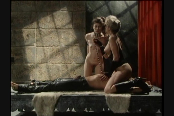 Screen image 29 out of 33 from 1001 Erotic Nights 2