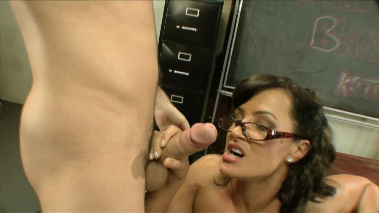 Scene with Lisa Ann and James Deen - image 17 out of 20