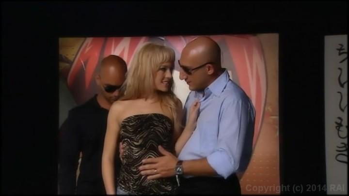 Double penetration blonde milf fucks interracial - XVIDEOS. COM