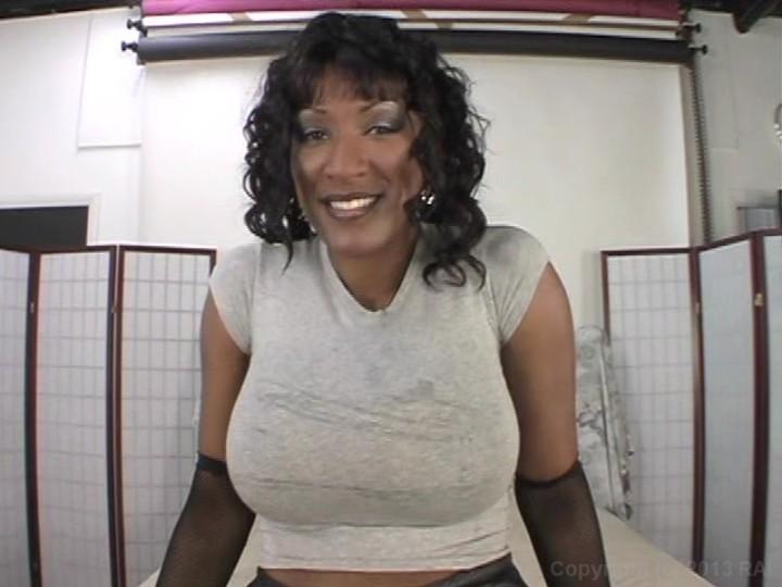Huge twink cums on cam