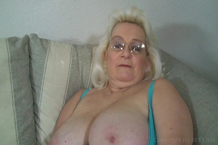 Are Whale milf taking black cock