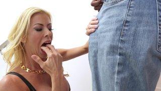 Streaming porn video still #2 from Dredd 3