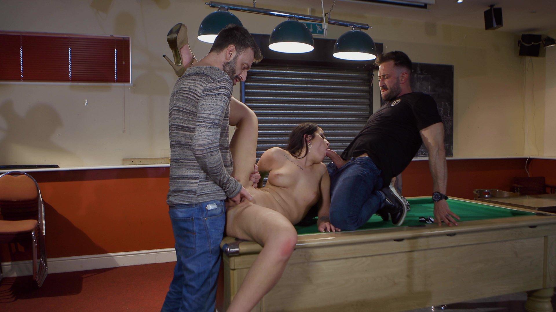 Трахнул на бильярдном столе порно, гиг порно бильярд видео смотреть HD порно бесплатно 17 фотография