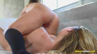 Streaming porn video still #7 from Juicy Licks Vol. 4