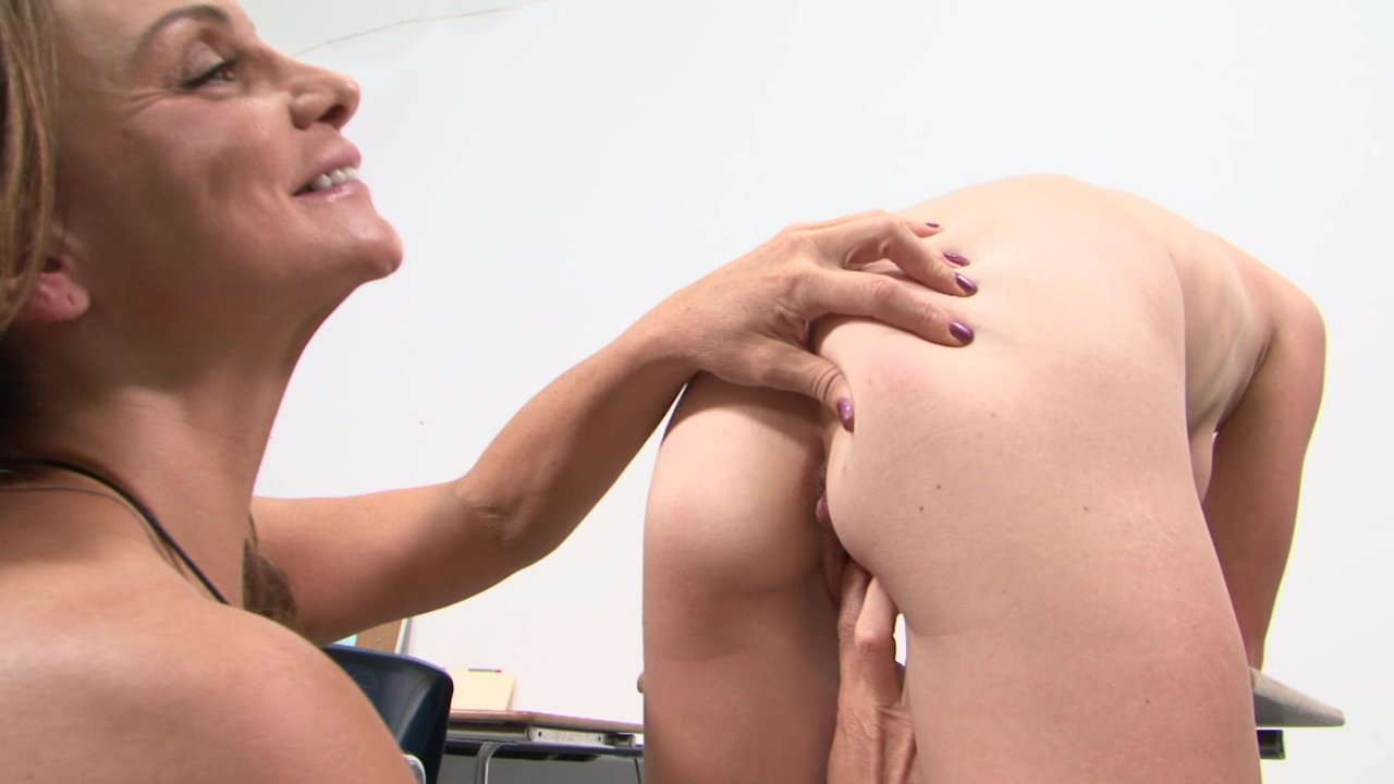 Frauen lecken Höschen