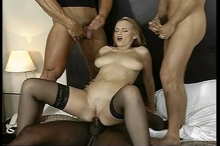 Elizabeth shue boob