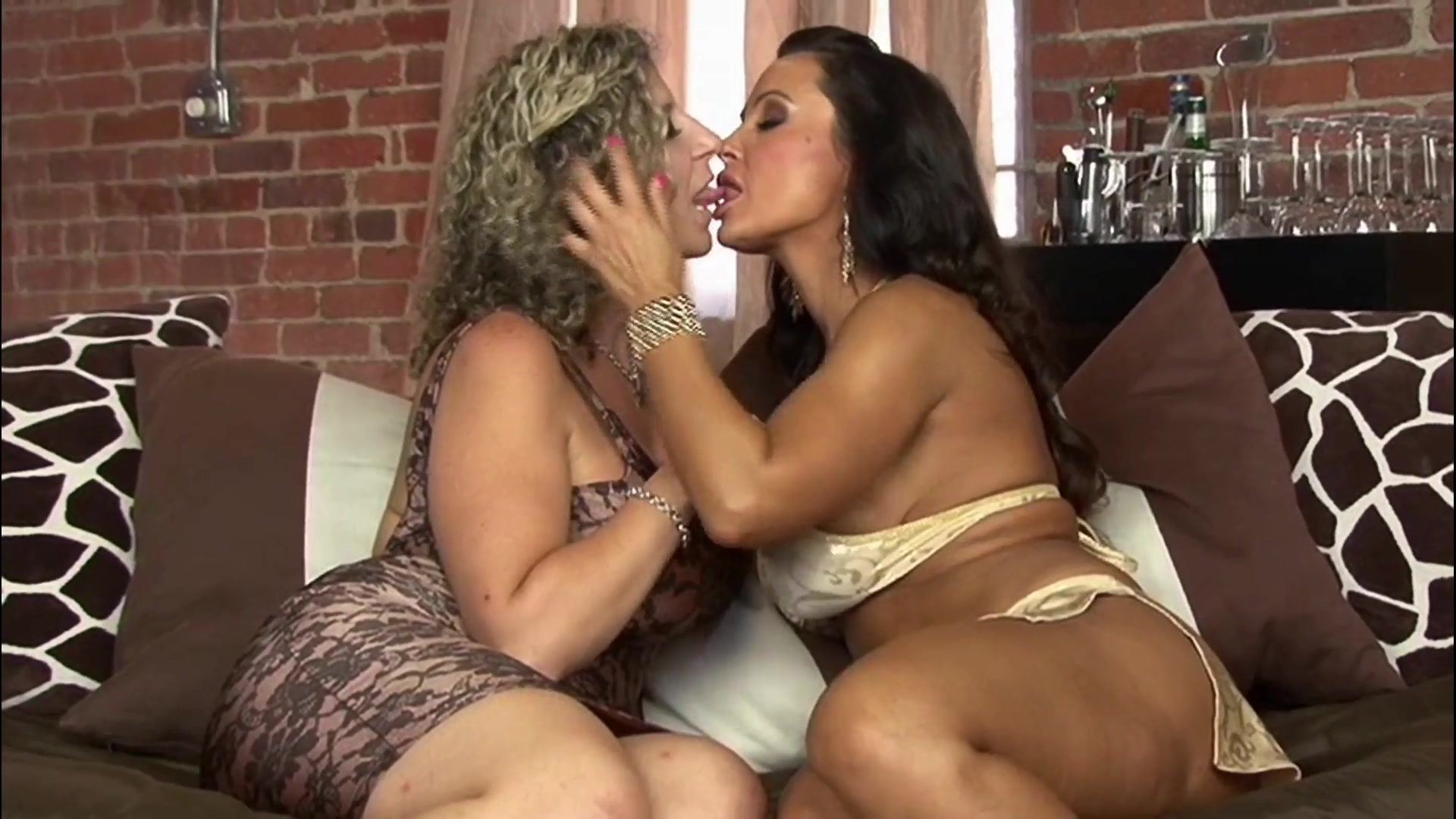 2 milfs making out