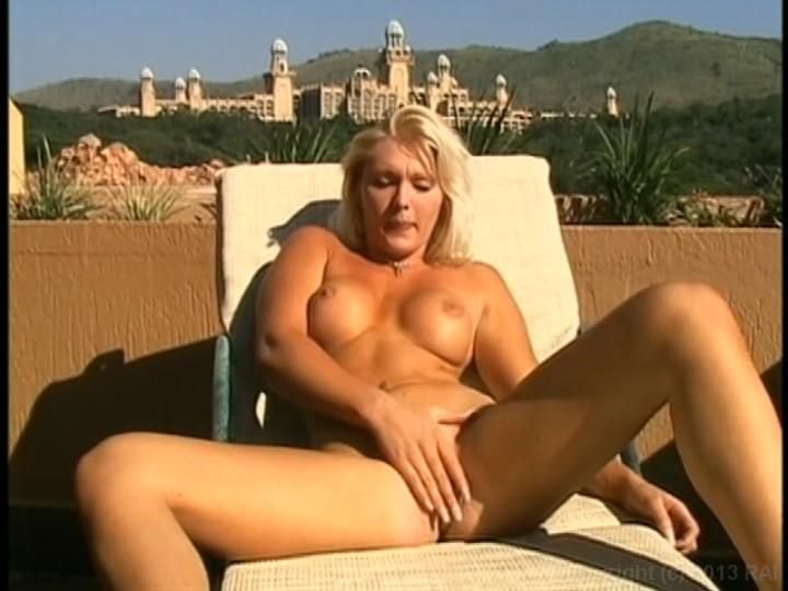 lisa-kudrow-hustler-hot-israeli-women-self-shot-nude
