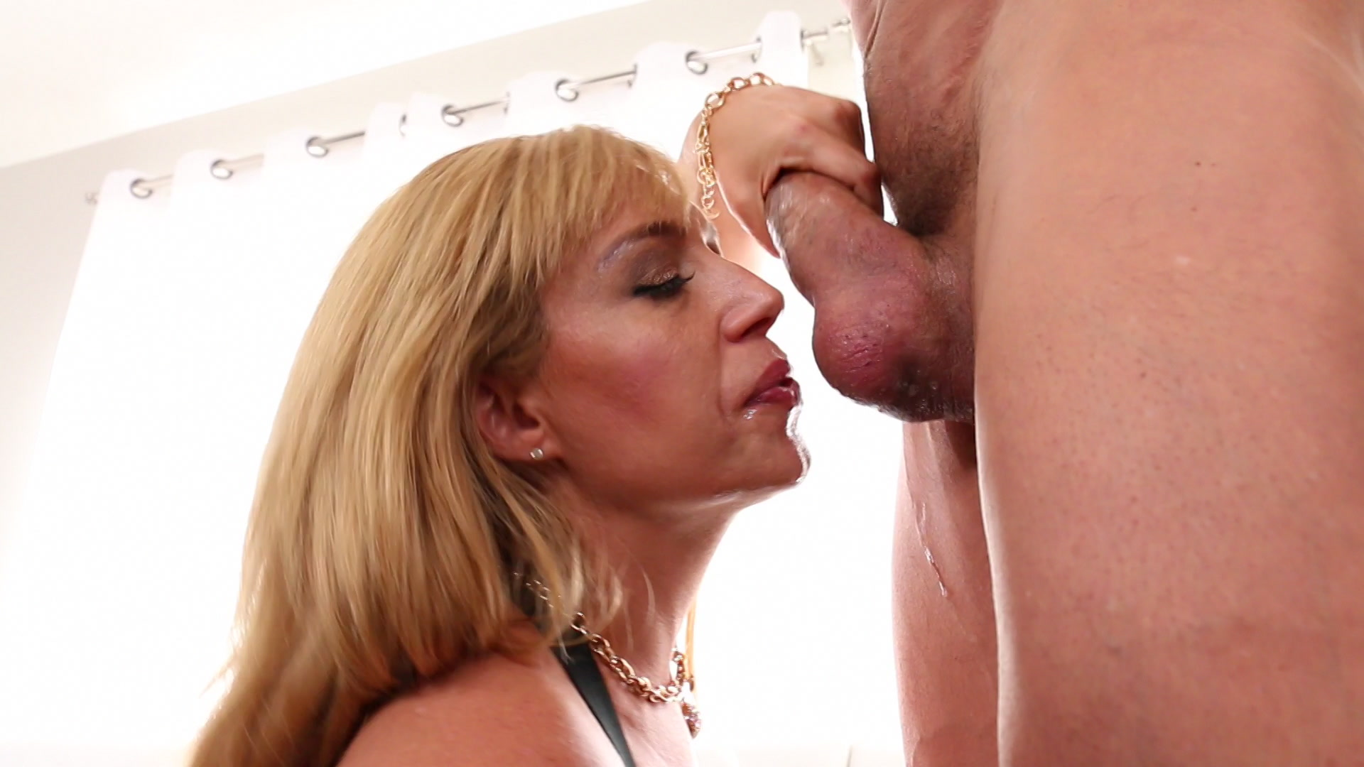 Milfs swallowing
