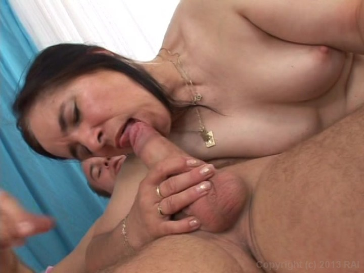 image Christiane 50 yo anal fucked in the kitchen