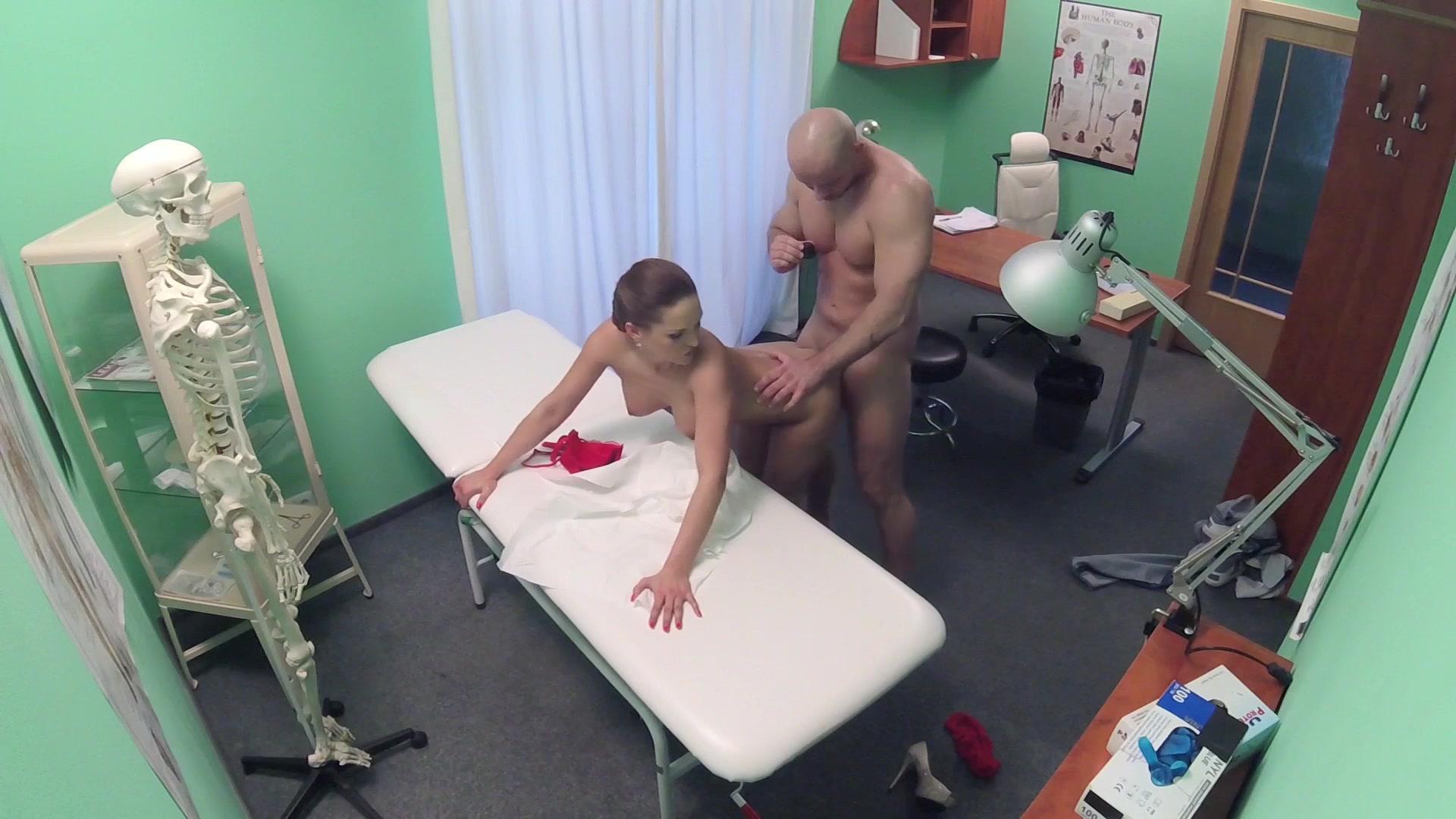 porno-medsestri-russkie-skritaya-kamera