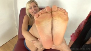 Screenshot #6 from Barefoot Confidential 77