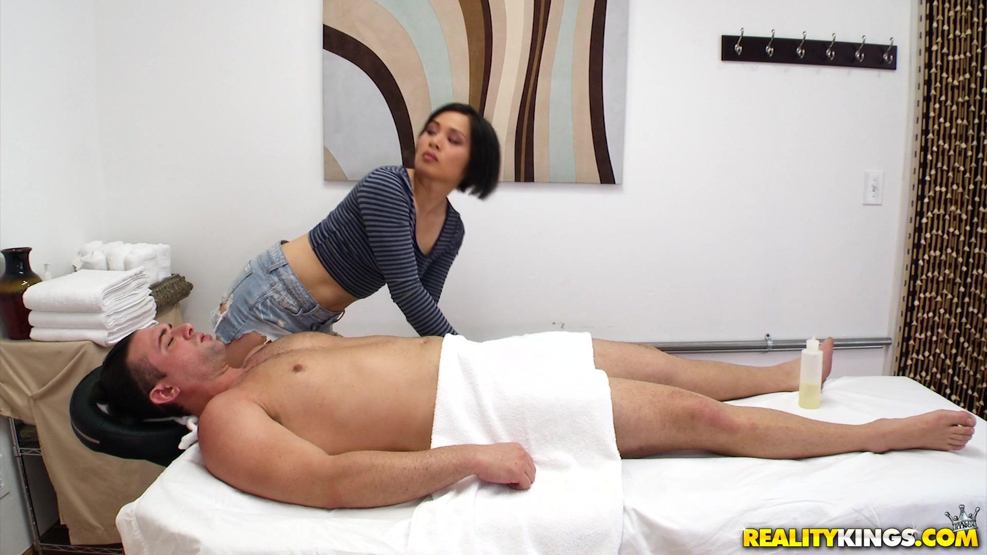 Stud masseur tugs on twinks huge dick 8