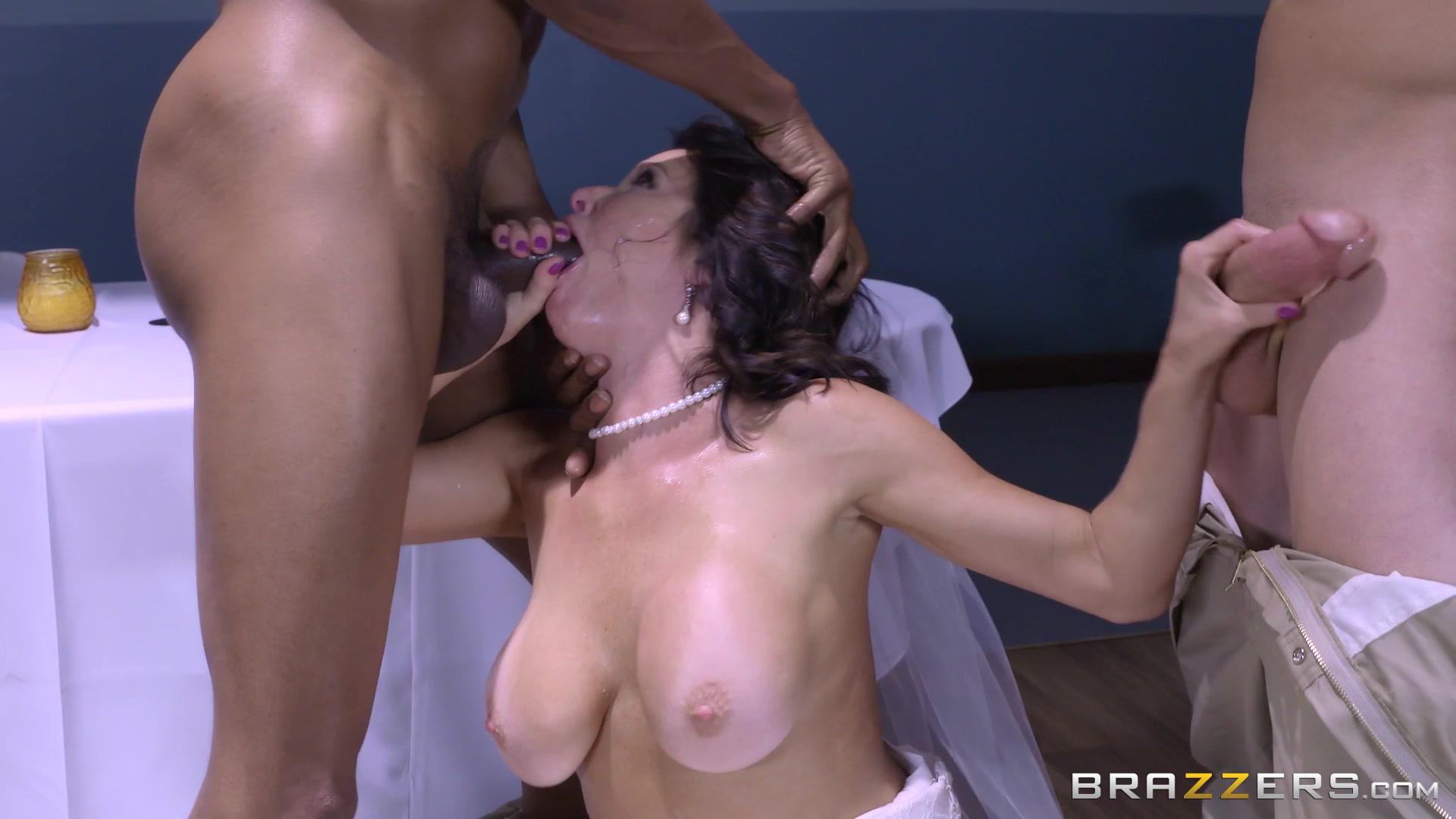 Naked undress vouyer