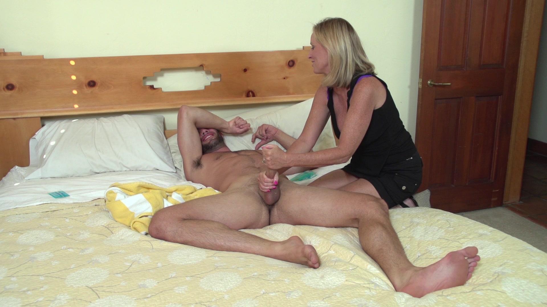 Супер секси мама для сына, Секс с мамой » Порно мамочки онлайн Full HD 22 фотография