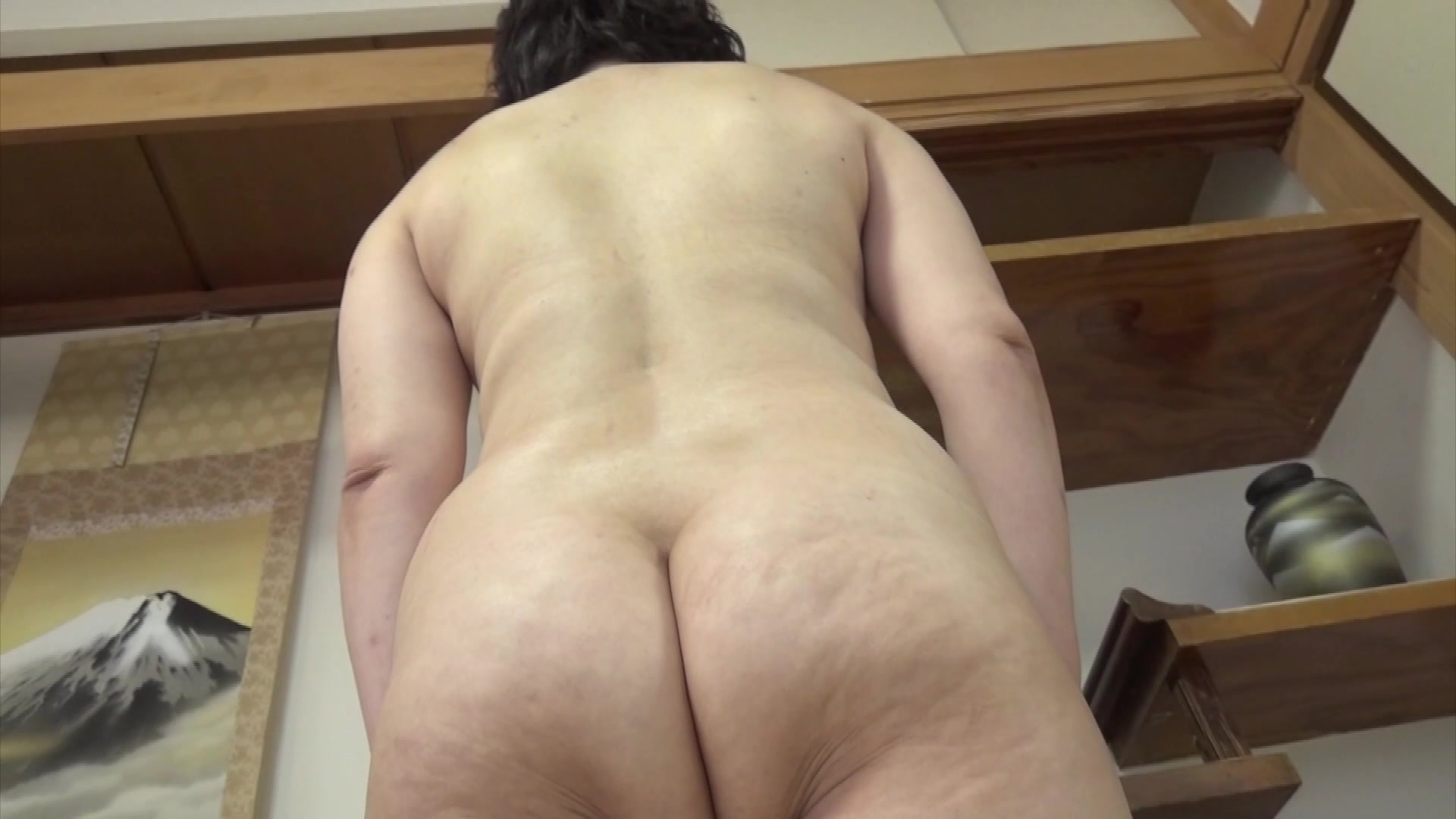 Amateur Japanese Milf Loves Getting Her Hairy Pussy -2445