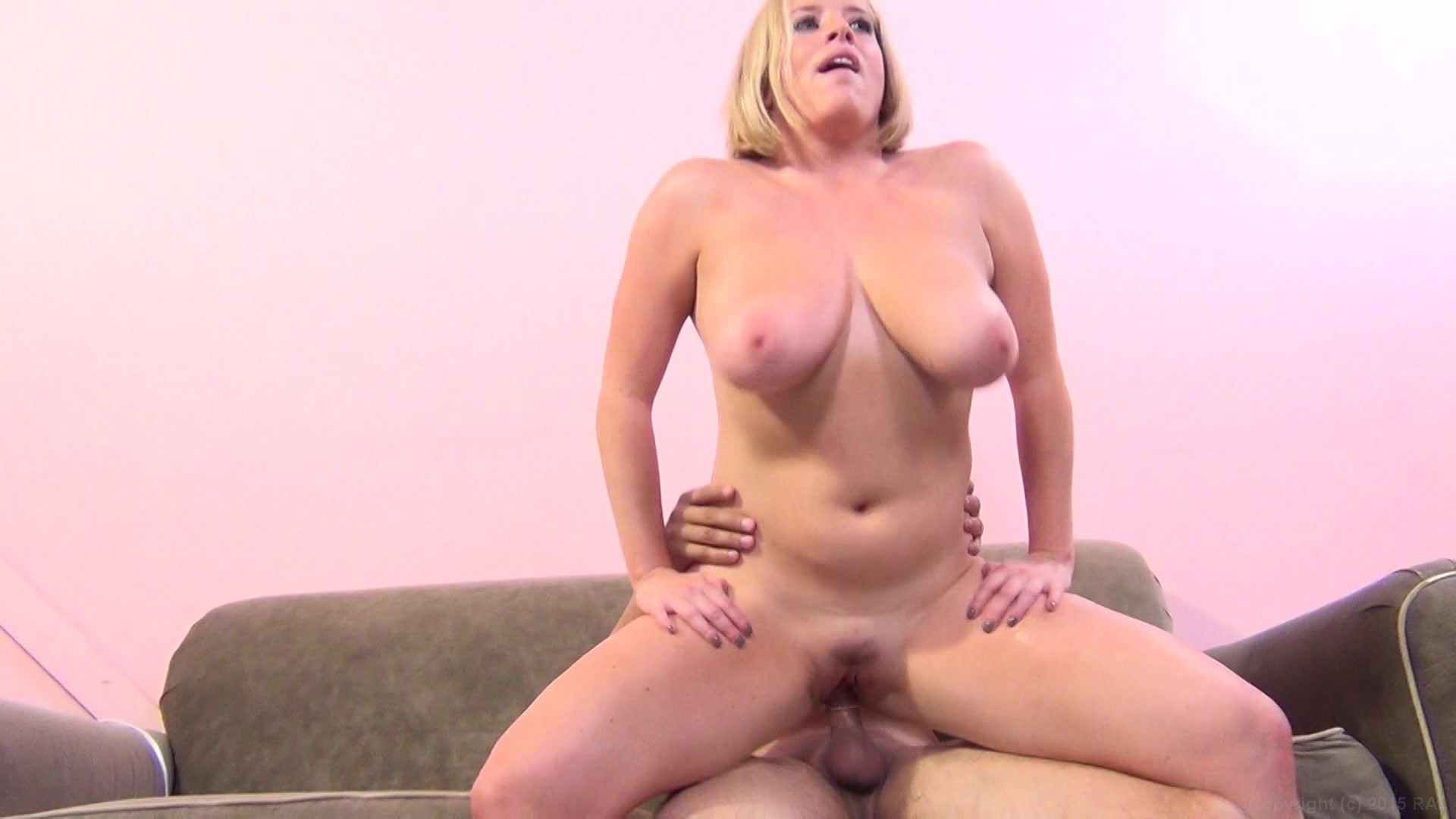 Big titter wants a cock